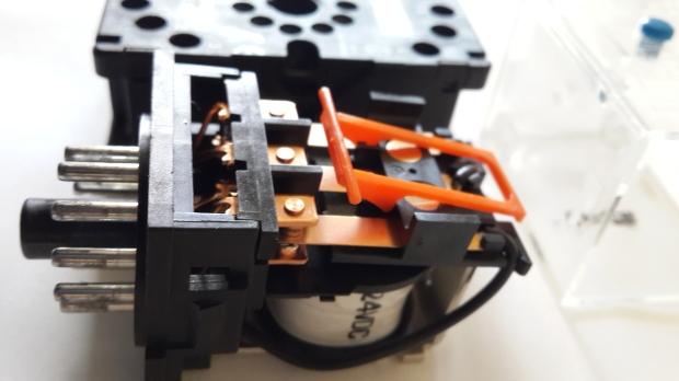elektrik bağlantı iç yapı 24 Volt DC 24VDC röle ankara siemens omron